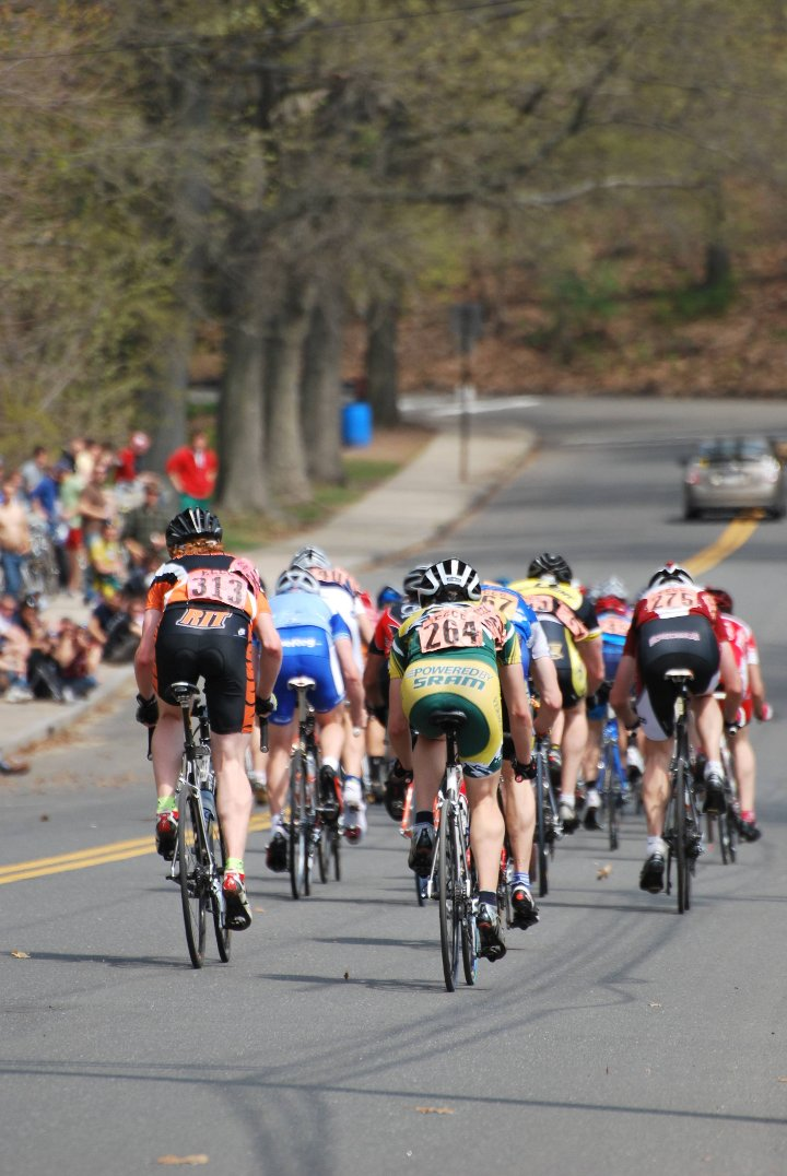 The Men's B lead group at the 2010 Yale Crit.